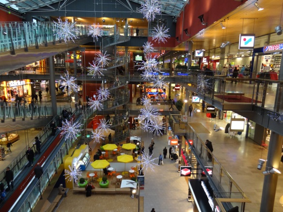 The interiors of malls are carefully designed following human behavior. This expertize is more than welcome for the design of public spaces too.