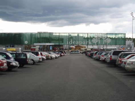 Ideapark Lempäälä, 12km south of Tampere. The mall premises cover 30 hectares of land including surface parking for 4000 cars. Picture courtesy of Miikael Hellman/Wikimedia Commons.